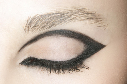 outlined eye